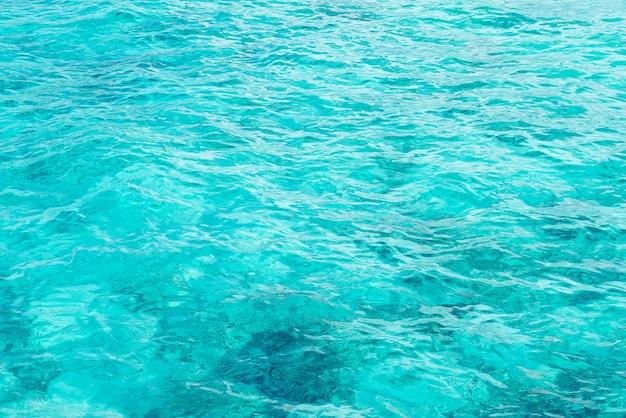 Texturas de superfície lindas ondas de água do mar e oceano