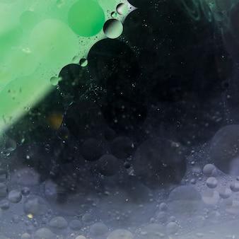 Texturizado verde e preto liquefeito fundo abstrato