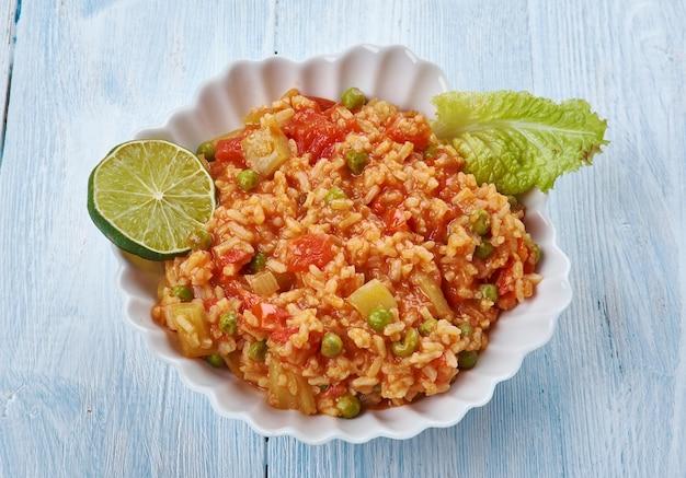 Thakkali sadam - arroz com tomate picante, estilo do sul da índia