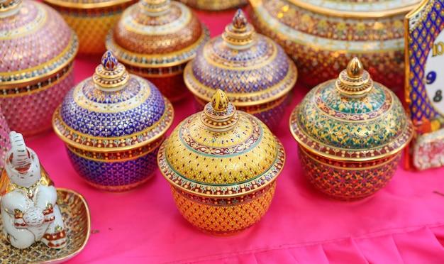 Tigela artesanal de cerâmica tailandesa