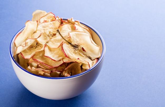 Tigela com chips de maçã