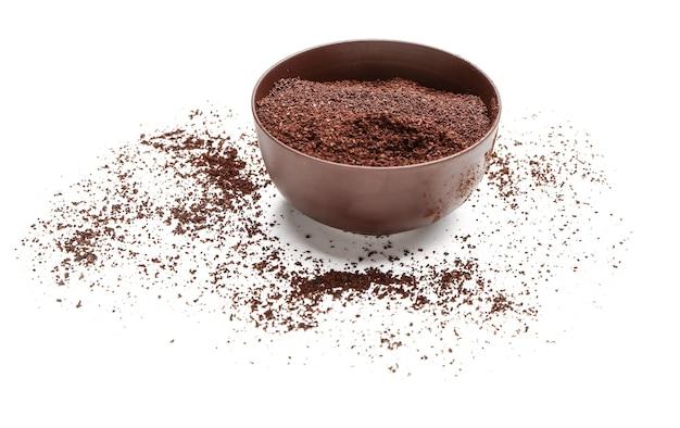 Tigela com pó de café em branco