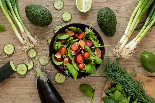 Tigela com salada de legumes