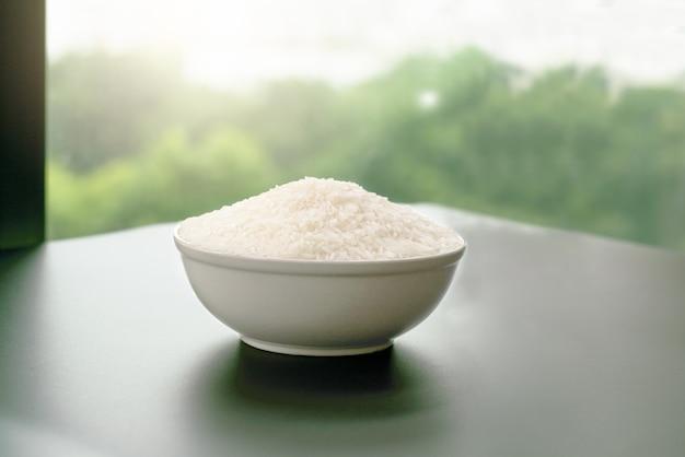 Tigela de arroz branco jasmim