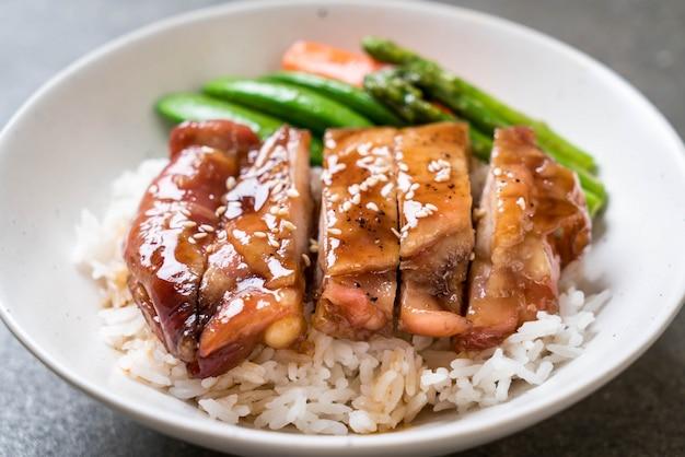 Tigela de arroz de frango teriyaki