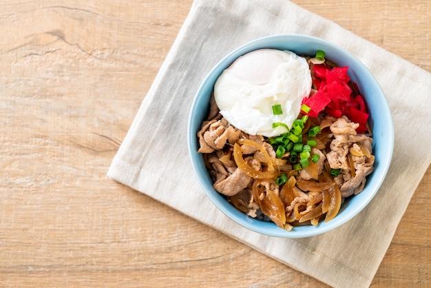 Tigela de arroz de porco com ovo (donburi) - comida japonesa