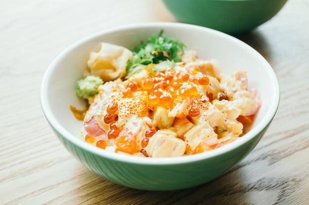 Tigela de arroz sashimi