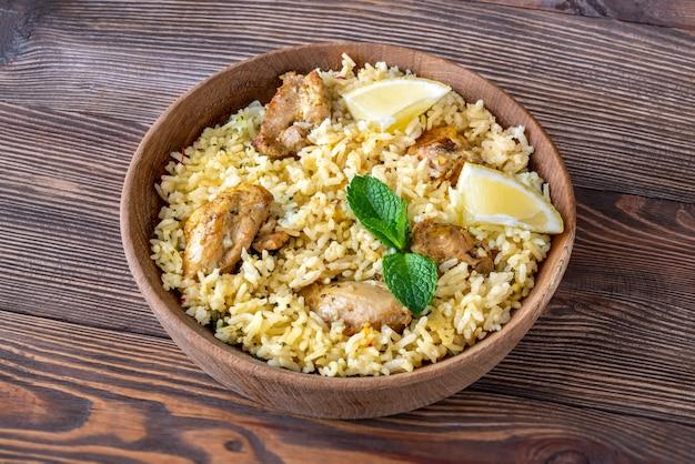 Tigela de biryani - prato de arroz popular do sul da ásia