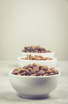 Tigela de comida seca para animais de estimação