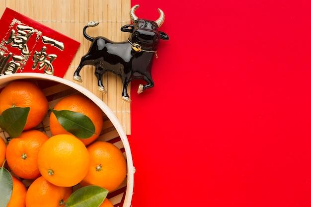 Tigela de laranjas e boi chinês de ano novo de 2021