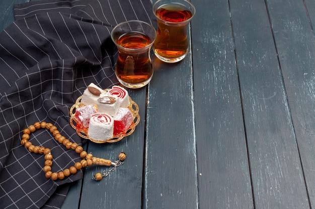 Tigela de lokum turco tradicional de perto