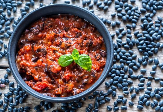 Tigela de pimentão de feijão preto