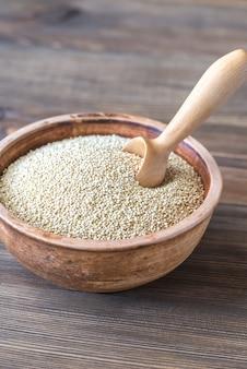 Tigela de quinoa branca