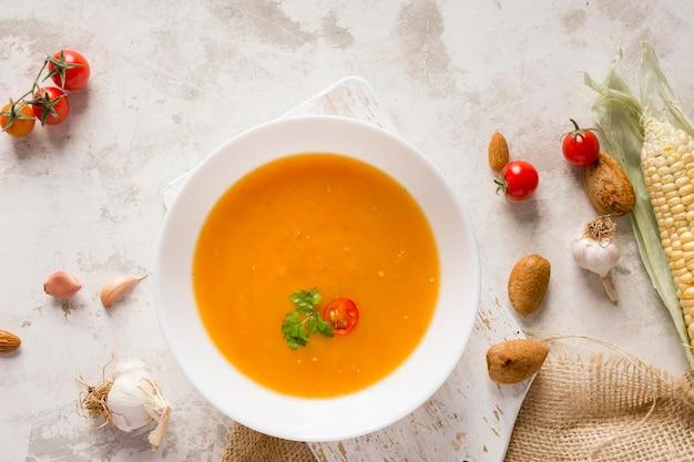 Tigela de sopa de abóbora plana