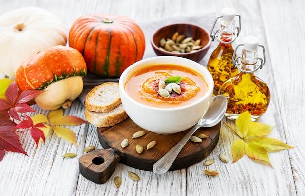 Tigela de sopa de abóbora