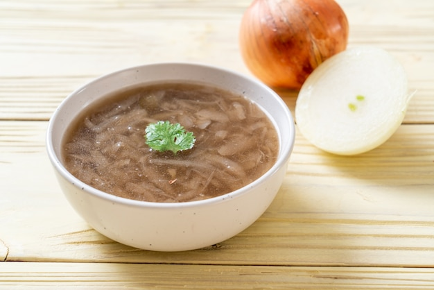 Tigela de sopa de cebola