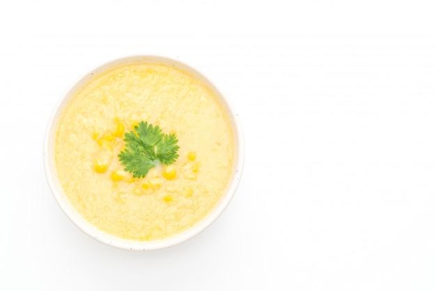 Tigela de sopa de milho com copyspace