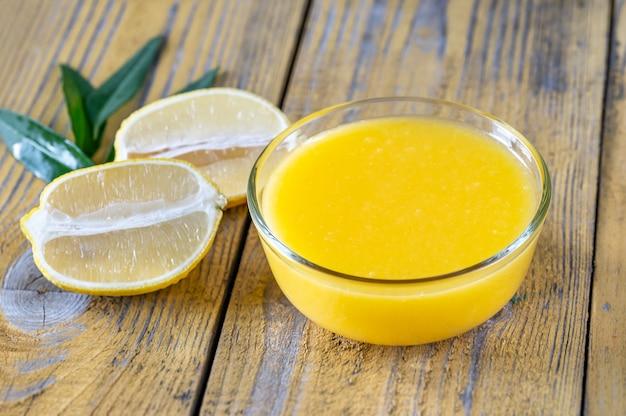 Tigela de vidro de coalhada de limão