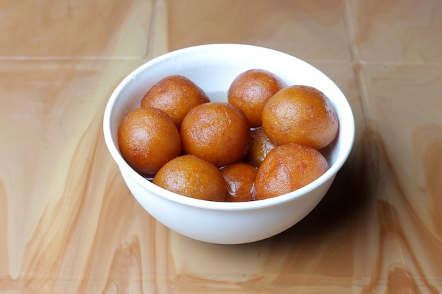 Tigela doce indiana gulab jamun