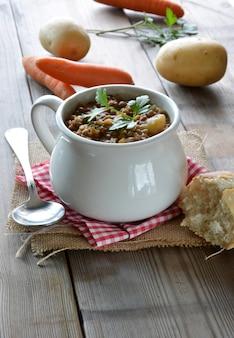 Tigela, lentilha, stew, com, batatas, e, cenouras