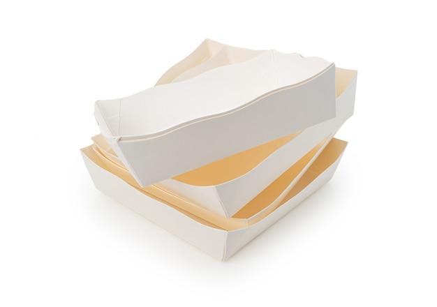 Tigela ou prato de papel vazio em fundo branco isolado