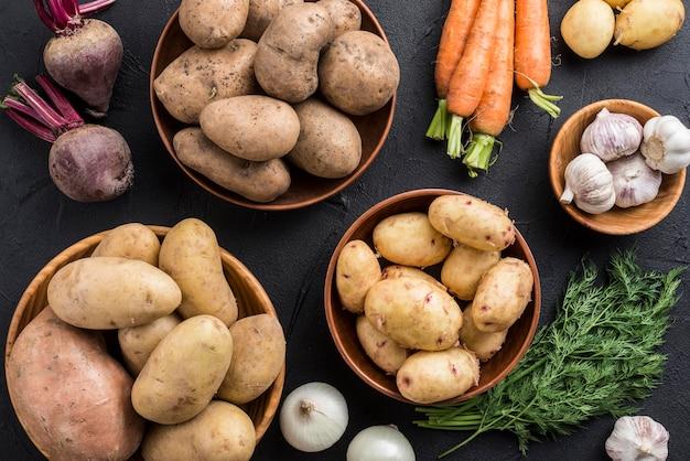 Tigelas com legumes orgânicos