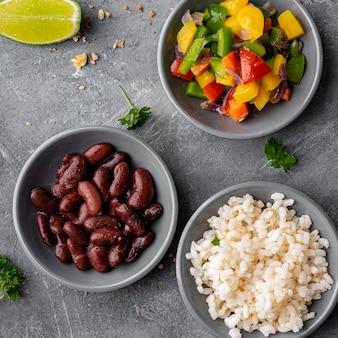 Tigelas com legumes