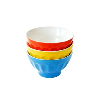 Tigelas de cerâmicas coloridas isoladas