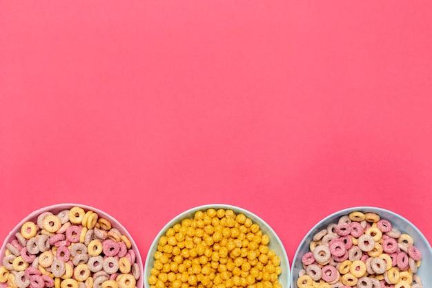 Tigelas de cereais com fundo de espaço de cópia