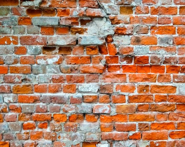 Tijolo rachado e velho fundo de parede desgastado