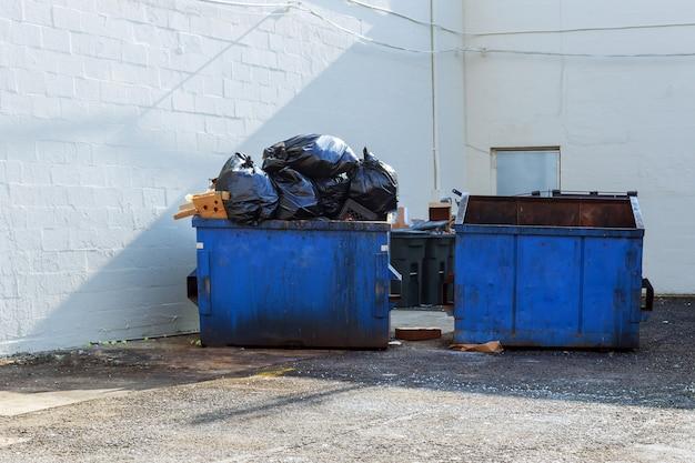 Tijolos de lixo de detritos residuais de construção completa e material da casa demolida