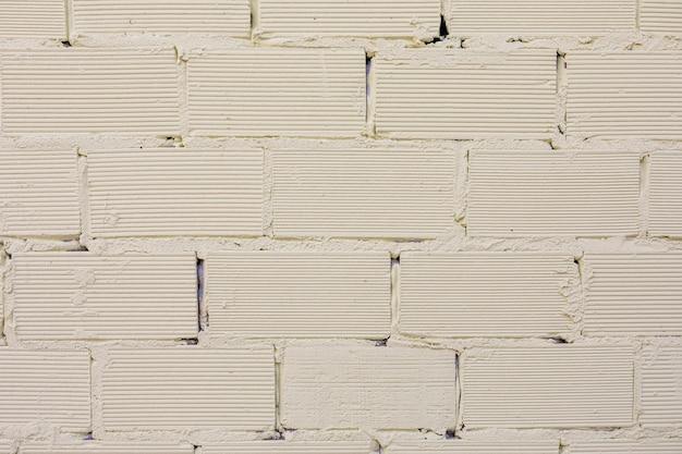 Tijolos expostos com superfície rugosa