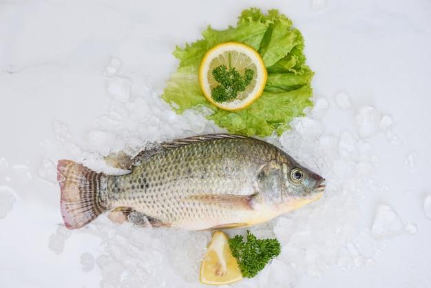 Tilápia crua da fazenda, tilápia fresca de água doce para cozinhar alimentos