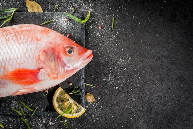 Tilápia de peixe cru vermelho