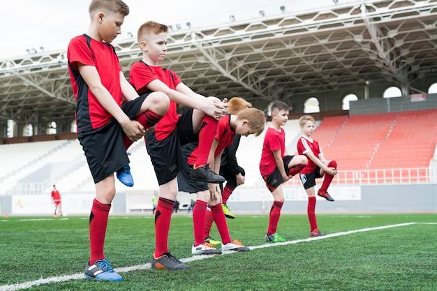 Time de futebol, alongamento antes do treino
