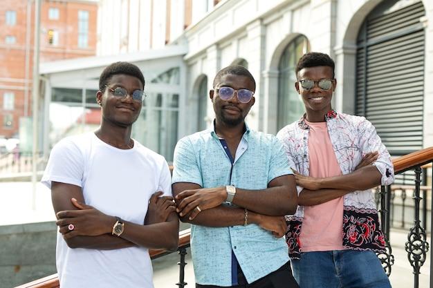 Time de três amigos africanos