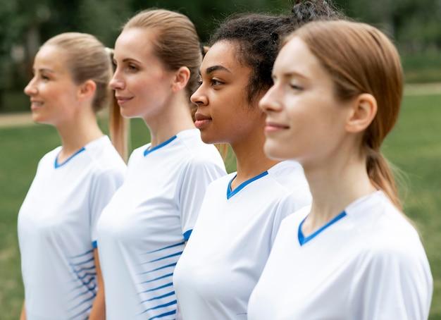 Time feminino de futebol de tiro médio