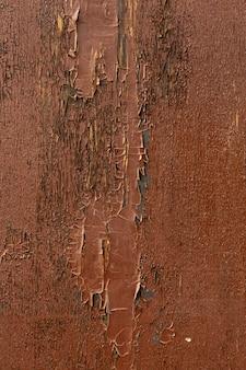 Tinta lascada em madeira envelhecida