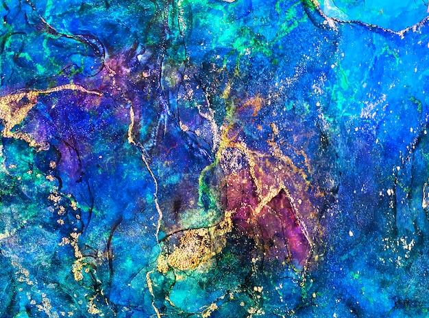 Tinta, tinta, abstrato. fundo de pintura abstrata multicolor e ouro. pintura abstrata moderna de tinta a álcool. mármore de imitação. ilustração artesanal.
