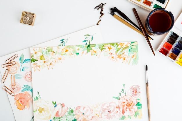 Tintas aquarela pincéis detalhes de arte sobre fundo branco