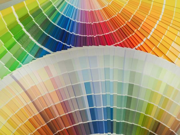 Tintas de cores variadas. fundo colorido decorativo.