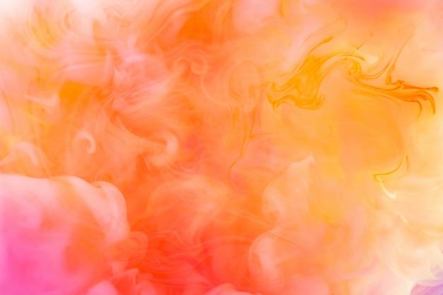 Tintas dissolvidas em água com um belo borrão espetacular