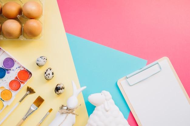 Tintas e ovos com figurinhas