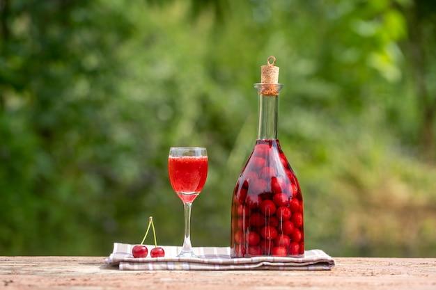 Tintura caseira de cereja vermelha.