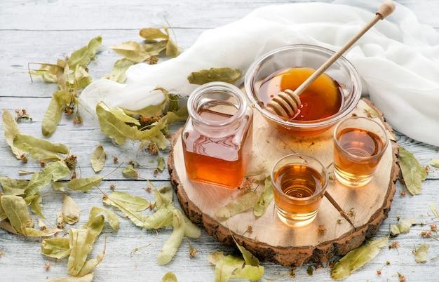 Tintura de álcool com tília e mel