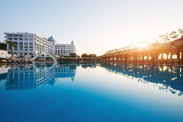 Tipo complexo de entretenimento. o popular resort com piscinas e parques aquáticos na turquia, com mais de 5 milhões de visitantes por ano. hotel de luxo amara dolce vita. recorrer. tekirova-kemer