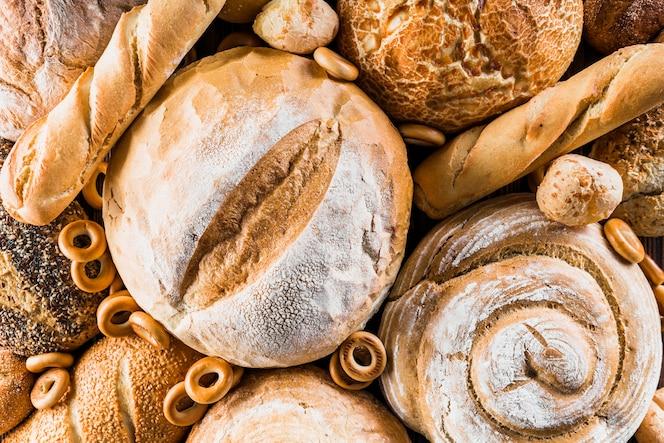 Tipo diferente de pães assados