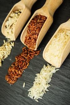 Tipos de arroz na colher de pau