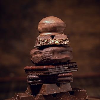 Tipos deliciosos de pilha de chocolate