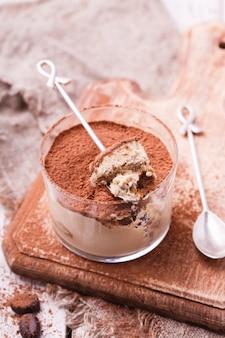 Tiramisu, sobremesa italiana tradicional em um copo